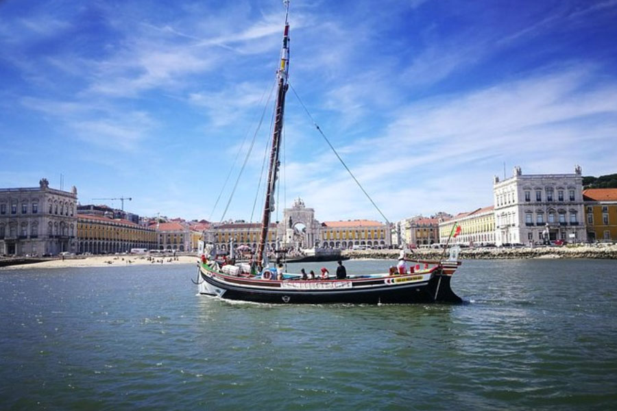 passeio barco rio tejo